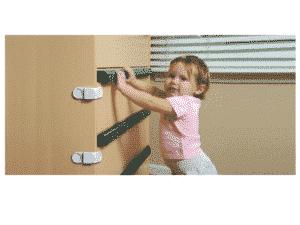 prevenir lesiones infantiles por caídas Prevenir caidas infantiles puertas enrollables separadores de ambiente